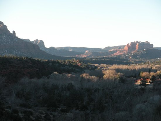 Sedona Views Bed and Breakfast: View at sunrise from deck of the Sunrise-Sunset Room