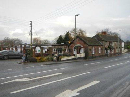 The Cat & Fiddle Inn: exterior