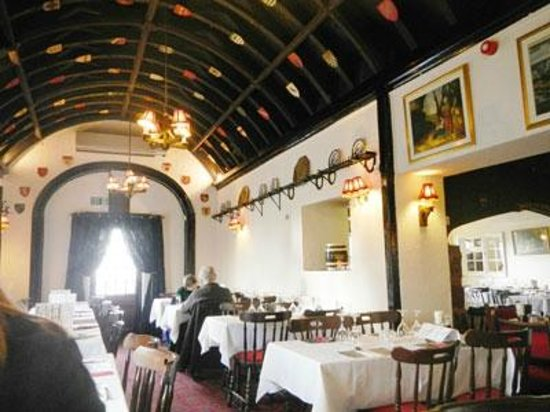 The Cat & Fiddle Inn: interior