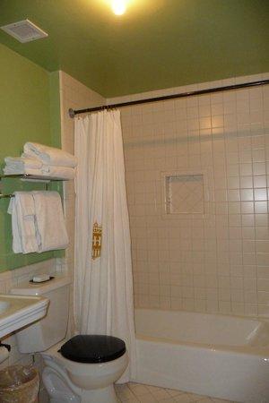 Hotel Havana: Bathroom