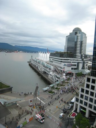 Fairmont Pacific Rim : view towards Canada Place
