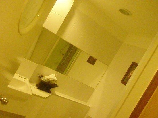 โรงแรมมาริยา บูติค เรสซิเดนซ์: Bathroom