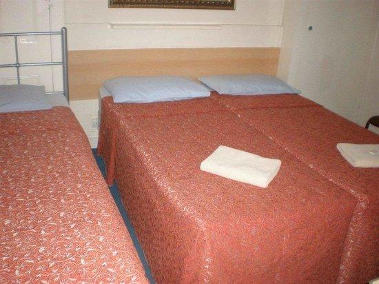 Limegrove Hotel: basic triple