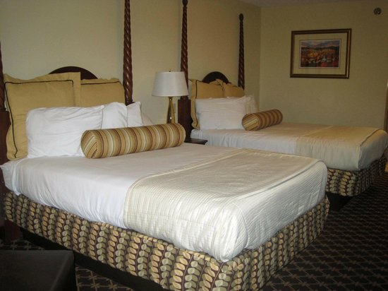 Shular Inn Hotel: Room with 2 queen beds