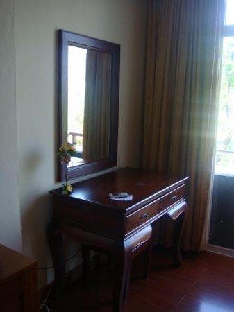 Chayayon Boutique Lodge & Villa: มุมโต๊ะเครื่องแป้งในห้อง