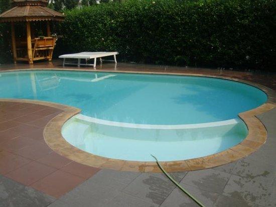 Chayayon Boutique Lodge & Villa : สระว่ายน้ำสบายๆ มีโซนของเด็กๆ ด้วย น้ำจะตื้น โอเคเลย