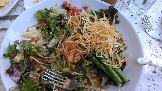 BRAVO Cucina Italiana: Grilled Salmon Salad *perfection!