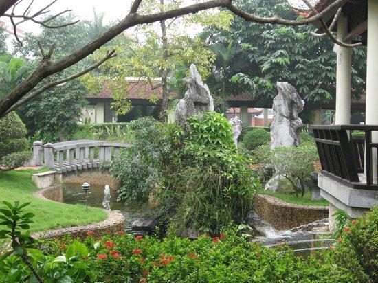 Sheraton Hanoi Hotel: Nice garden