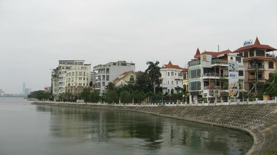 Sheraton Hanoi Hotel: Nice apartment along the West Lake