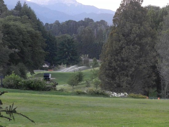 Llao Llao Hotel and Resort Golf Spa: vista desde jardines