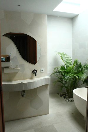 Jas Boutique Villas : bathroom in master bedroom