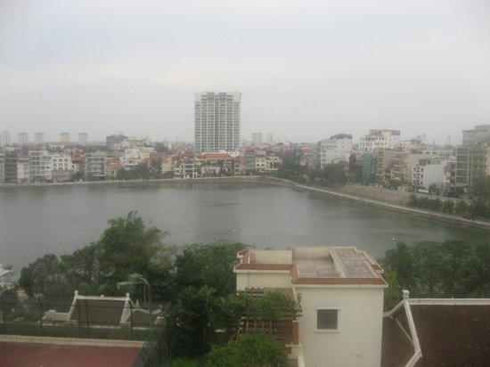 Sheraton Hanoi Hotel: View of the West Lake from the room