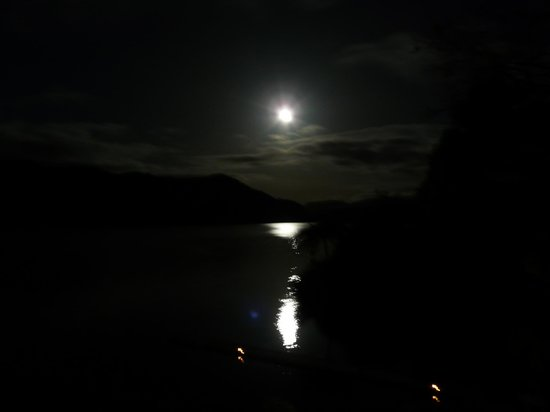 ‪‪Lake Okareka Lodge by lebua‬: Romantic moonlit lake just outside your room... Sweet Dreams!‬