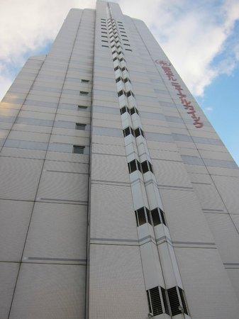 Miyako Hotel New Archaic: ホテル外観を見上げて