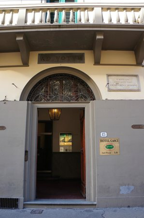 Hotel Casci : the Front Entrance from the street