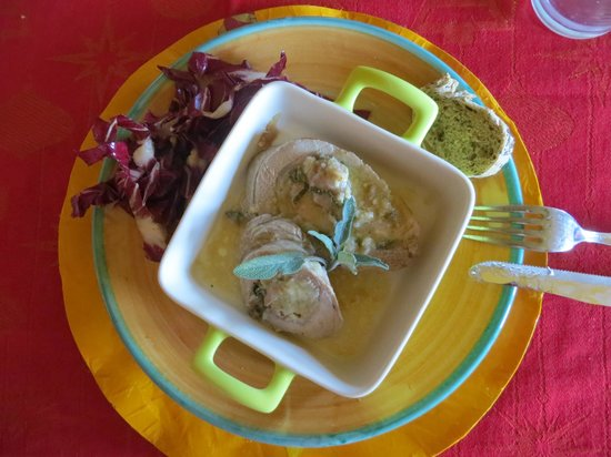 Let's cook in Umbria: Pork loin with pears and pecorino stuffing