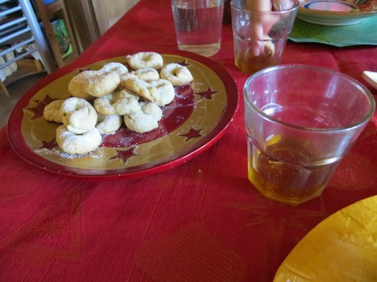 ‪‪Let's cook in Umbria‬: Cookies with wine to dip in