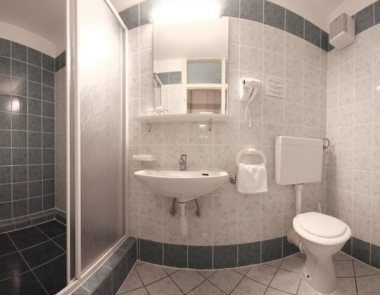 Hotel Sali: Bathroom