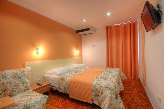 Hotel Sali: Orange room