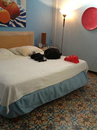 La Islita Boutique Hotel: Bed and nice tiled floor