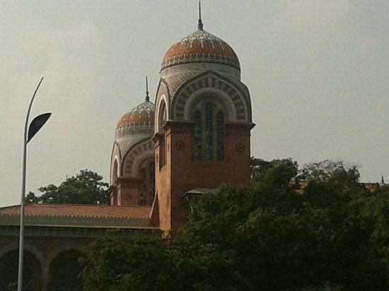University of Madras : Outside architect dominated by beautiful domes