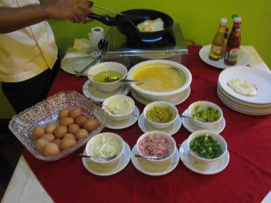 Steung Siemreap Thmey Hotel: Omelette Station