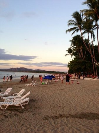 Hotel Tamarindo Diria: sunset on the beach
