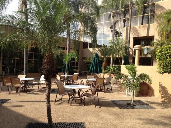 Holiday Inn Express Hotel & Suites Ft Lauderdale - Plantation: Patio Area