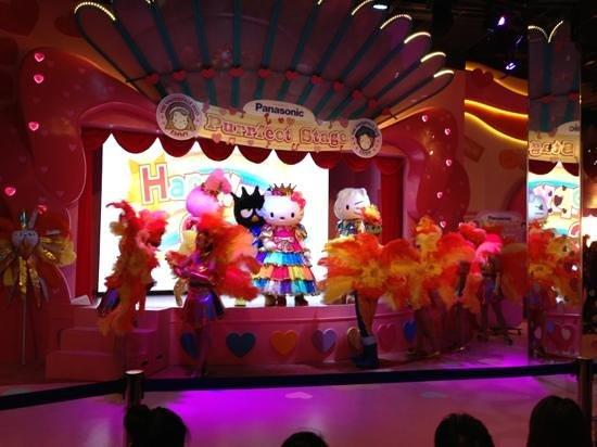 Puteri Harbour Satellite Clubhouse: parade show
