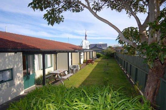 Fern Motel : courtyards
