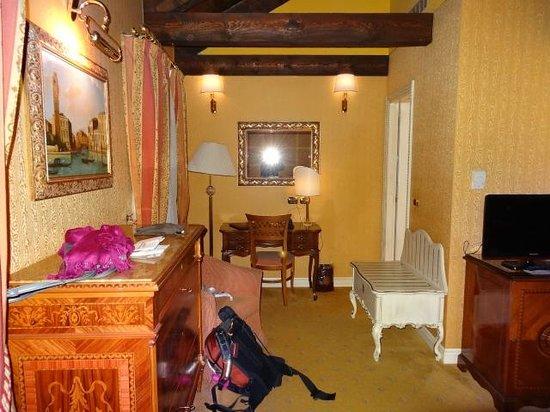 Hotel Ca' dei Conti: Our room