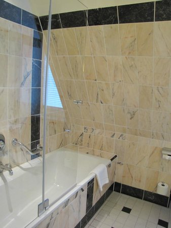 Le Meridien Grand Hotel Nurnberg: wonderful bathroom