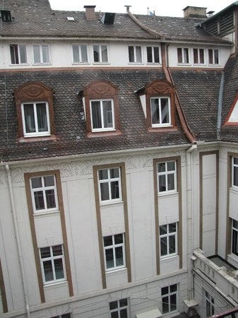 Le Meridien Grand Hotel Nurnberg: Courtyard View from room