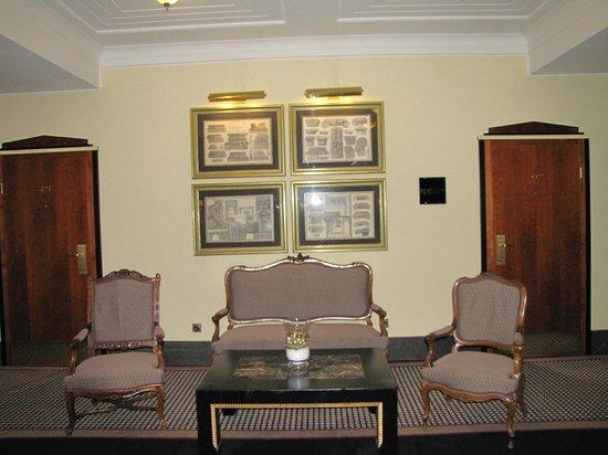 Le Meridien Grand Hotel Nurnberg: Lift Lobby area floor 4