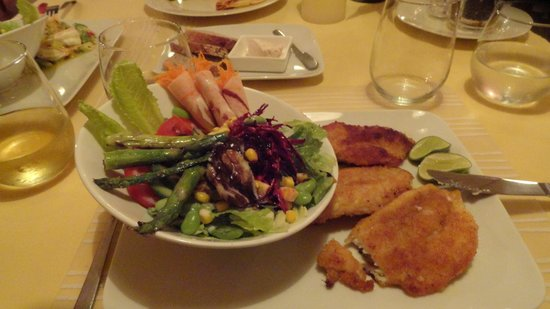 El Gusto: Fish of the day and an exotic salad