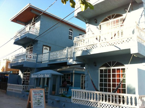 Barefoot Caribe Hotel: Front view