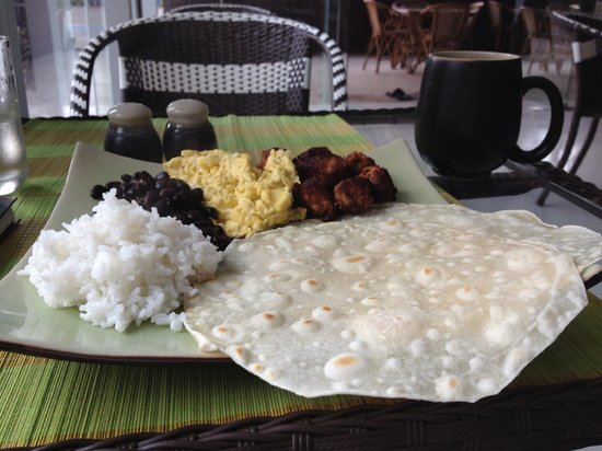 Green Mango Cafe and Bakery: Chorizo sausage with eggs, black beans, rice and fresh flour tortillas. Wonderful!