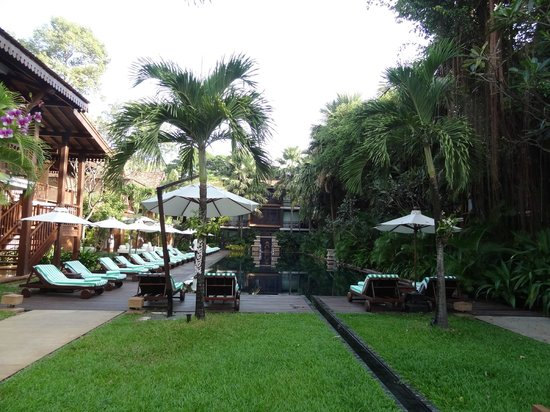 Belmond La Residence d'Angkor: pool early am