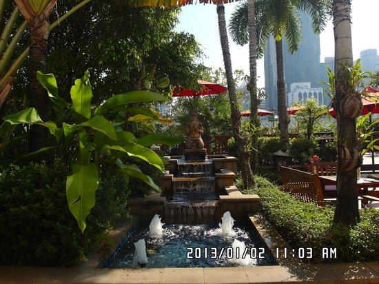 Amari Boulevard Bangkok: Amari Boulevard's pool
