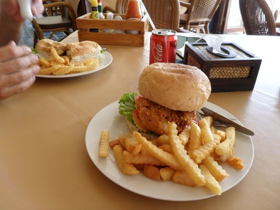 Buri Beach Resort: Chicken burger. Very cheap and very good.
