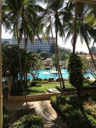 Dusit Thani Hua Hin: Pool and gardens