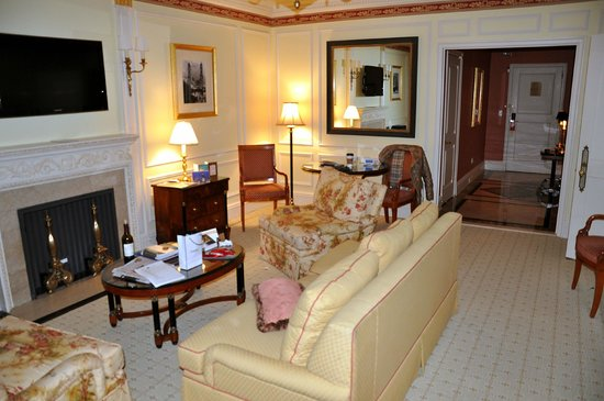 The Sherry-Netherland Hotel: Sherry - lounge room to courtyard suite