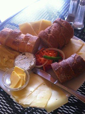 Pan & Paz: cheese platter