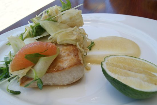 Flying Fish : Grilled fish of the day with fennel