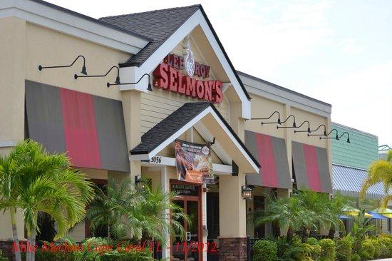 Lee Roy Selmon's : Front of restaurant.