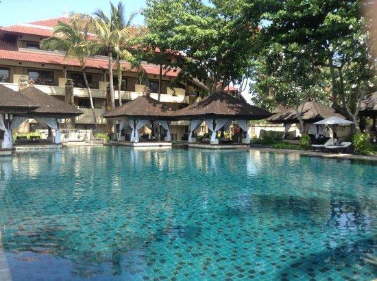 INTERCONTINENTAL Bali Resort: Pool area