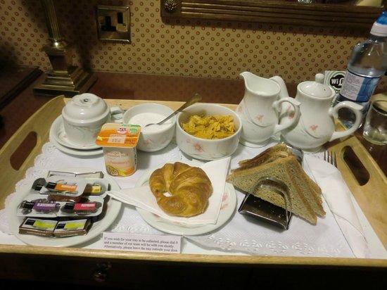 ロンドン ロッジ ホテル(ケンジントン) , ルームサービスで持ってきてもらった朝食