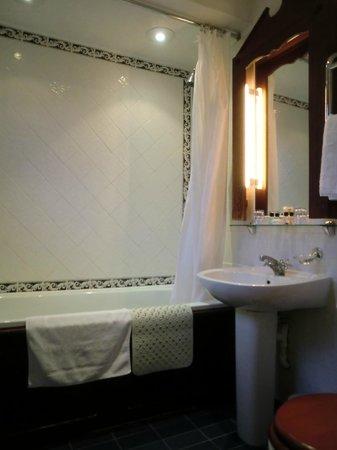 ロンドン ロッジ ホテル(ケンジントン) , イギリスらしいバスルーム