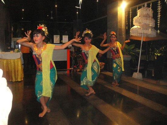 Sun Island Boutique Villas & Spa: CULTURAL SHOW IN SUN ISLAND RESTAURANT