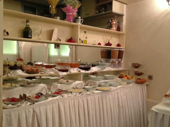 Muyan Suites: Turkish breakfast buffet